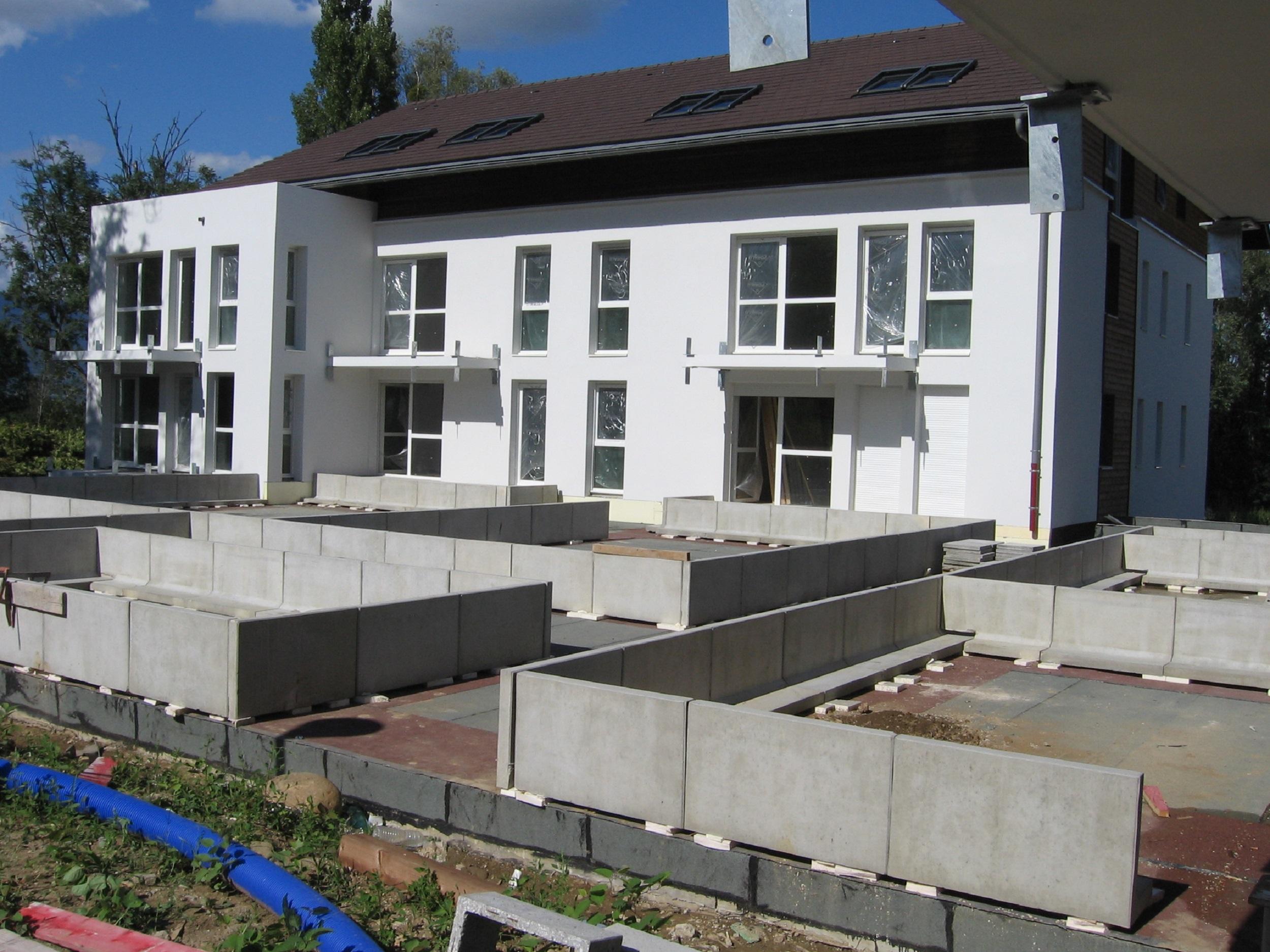 Bâtiment C & B, Aménagements extérieurs